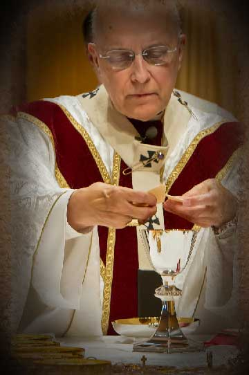 cardinal_george_communion
